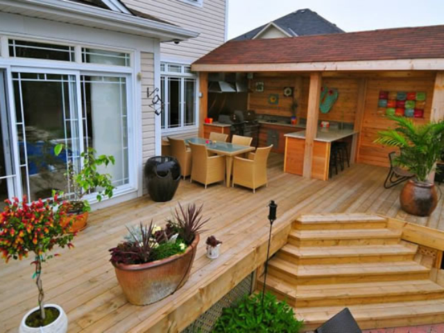 Custom Deck Design Using Wood And Composites.